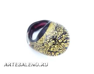 NV31o Кольцо круглое маленькое с золотом на черном фоне