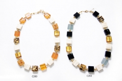 C200-202 Колье из квадратных бусин 15х15мм различные цвета муранское стекло