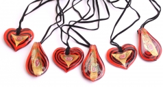 VY482 Подвеска сердце или язык цветное стекло