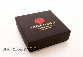Коробка 9х9х3см для подвесок с надписью Artebaleno